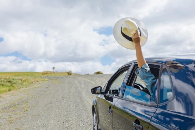 Woman hand keeping hat in machine window Free Photo